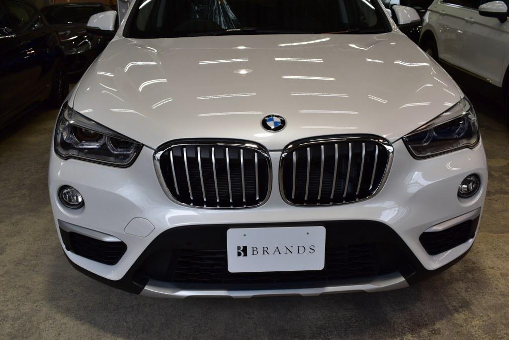 BMWX1正面
