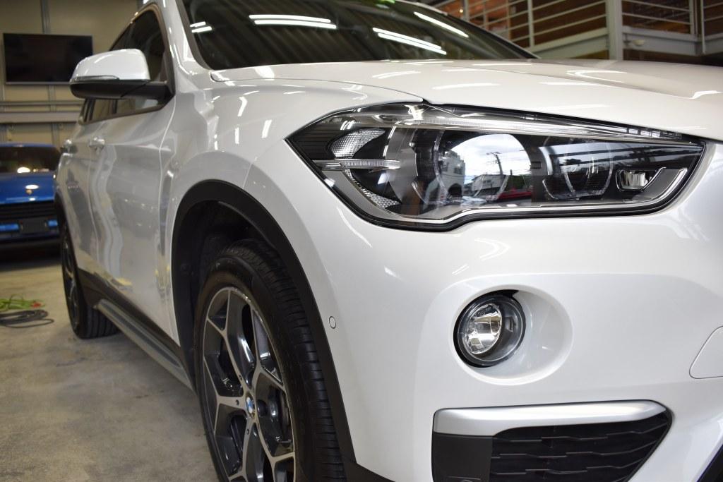 BMWX1右ヘッドライト