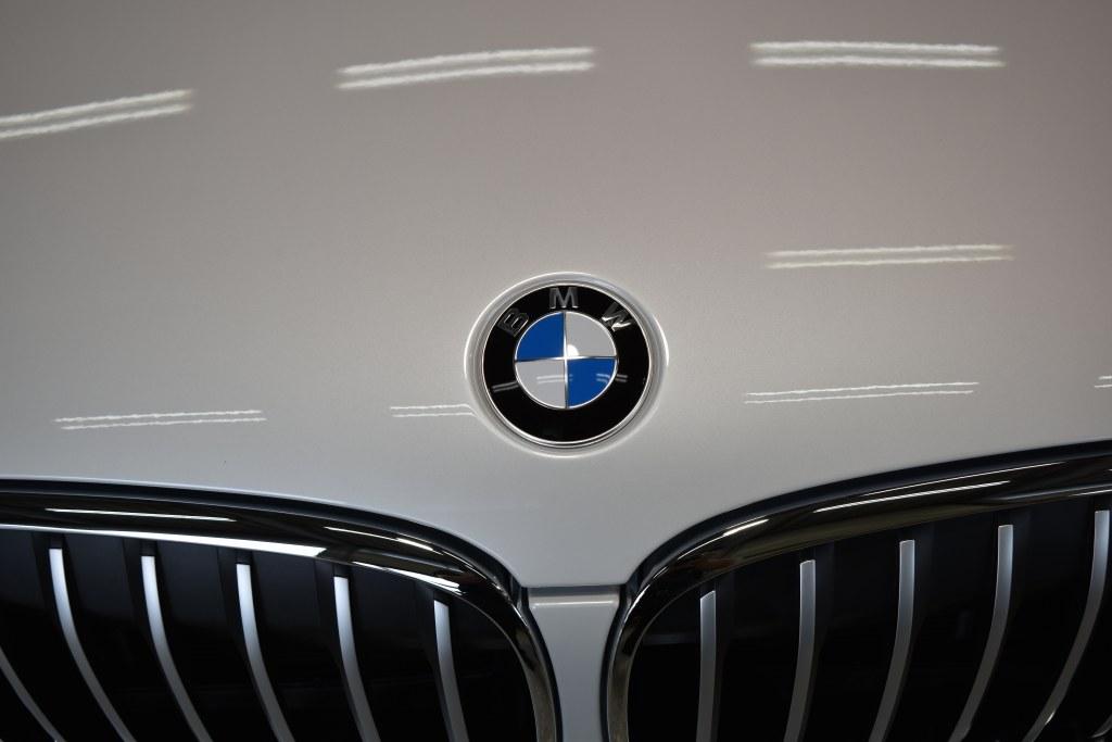 BMWX1エンブレム