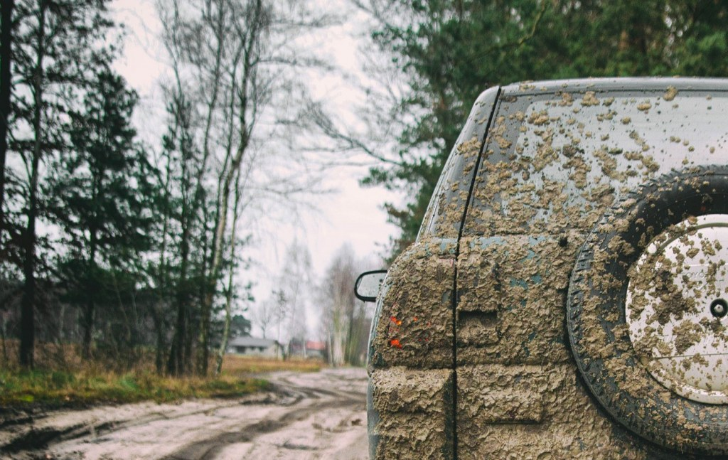汚れた車のイメージ