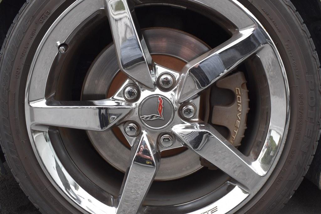 茶色いタイヤ